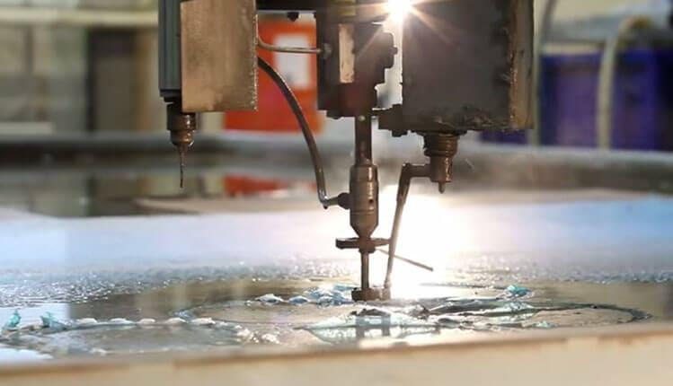 Гидроабразивая резка металла